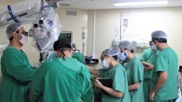 Médicos da Santa Casa operam cérebro com paciente acordada