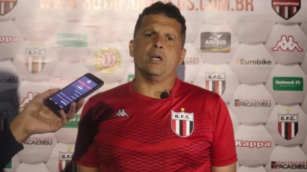 'Fizemos um jogo quase perfeito tecnicamente', diz Claudinei Oliveira (Imagem: Reprodução / TV Botafogo) - Foto: Divulgação / Redes Sociais
