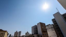Tempo permanece quente e calorão pode chegar a 37ºC
