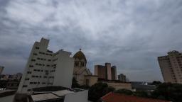 Nova frente fria traz chuva para Araraquara; veja quando