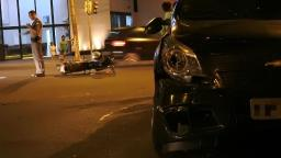 Motociclista fica ferido após ser atingido por carro na Getúlio Vargas