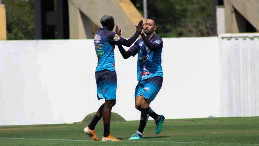Lucas Lino (esquerda) e Cesinha (direita) em amistoso contra a Ferroviária (Foto: Rafael Alves / Comercial FC) - Foto: Divulgação / Redes Sociais