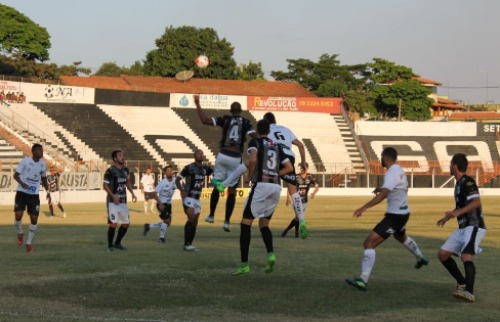 Foto Rafael Alves/Comercial - Em Limeira, Comercial e Independente não saíram de um empate sem gols (Foto Rafael Alves/Comercial)