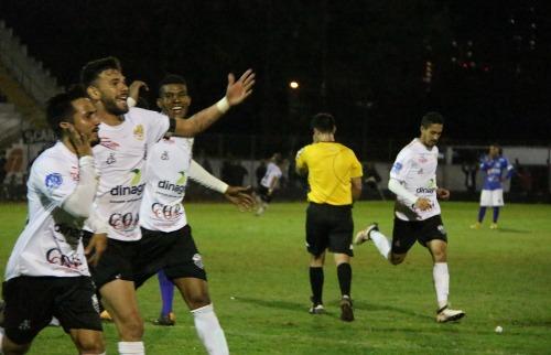 Jogadores do Comercial comemoram gol marcado contra o São José, no Estádio Palma Travassos (Foto: Leonardo Del Sant / Comercial) - Foto: Foto: Leonardo Del Sant / Comercial