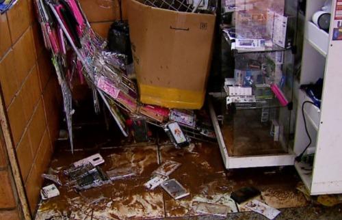 ACidade ON - São Carlos - Comerciante relata prejuízo de R$ 150 mil após estragos causados pela chuva