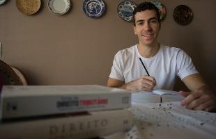 Mastrangelo Reino / A Cidade - Desde que se formou em Direito, Victor Saad Cortez passa nove horas por dia estudando para concursos públicos