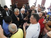 Sessão da Câmara de São Carlos é suspensa durante protestos de motoristas de vans