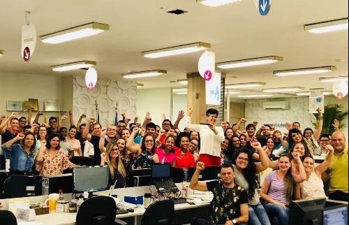Funcionários da Consórcio Luíza comemoram premiação de Melhor Empresa para Trabalhar - Foto: Divulgação