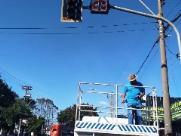 Contadores de semáforo são instalados na Avenida Mauricio Galli