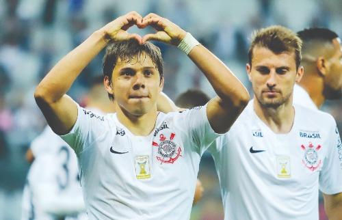 Romero comemora segundo gol contra o Botafogo-RJ (Foto Marcello Fim / O Fotográfico / Folhapress) - Foto: Foto Marcello Fim / O Fotográfico / Folhapress