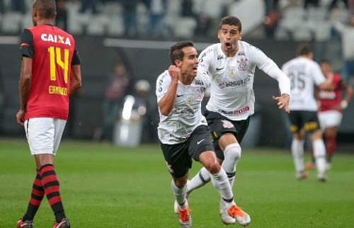 Comemoração do gol de Jadson, do Corinthians, na partida contra o Bahia, na noite deste domingo (16) na Arena Corinthians (Foto: Bruno Riganti/AGIF/Folhapress) - Foto: Outros