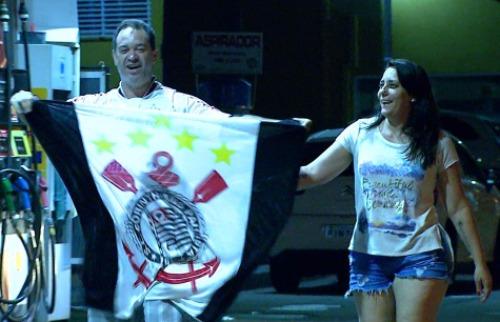 Reprodução EPTV - Torcedor comemora o título do Corinthians