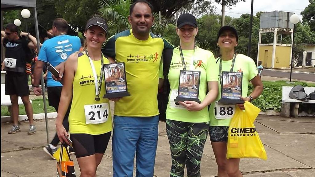 Robson Alves com suas atletas da assessoria esportiva Crédito: Arquivo pessoal - Foto: Arquivo pessoal/onrun