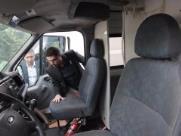 Elizeu Rocha (PP) (à esq.) e Orlando Pesoti (PDT) constataram em diligência que pelo menos duas das ambulâncias estão depenadas - Foto: Matheus Urenha / A Cidade