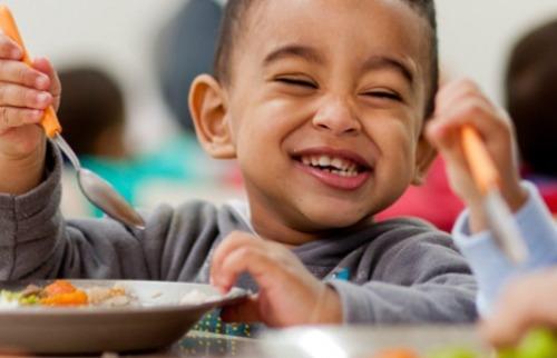 Da reportagem - Criança comendo (Foto: Ilustrativa da Internet)
