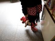 Mãe denuncia creche após encontrar a filha de 2 anos na rua