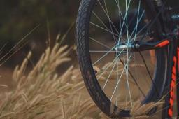 Ciclista é roubado por dupla armada na Via Norte