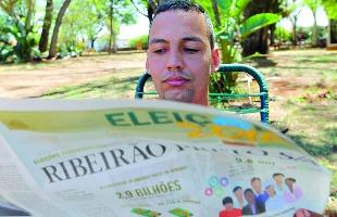 """F.L.Piton / A Cidade - O feirante David Pereira espera definir nesta semana o seu voto: """"Apesar dos escândalos, não vou votar em branco"""""""