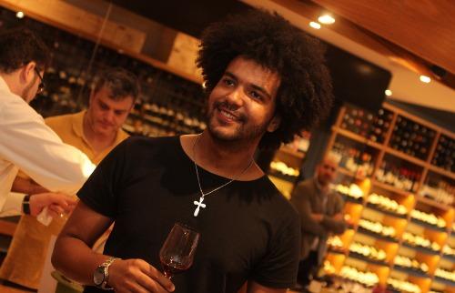 Cahe Ribeiro em tarde de degustação de vinho (foto: Murilo Corte/ ME) - Foto: Murilo Corte/ ME
