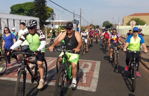 ACidade ON - Araraquara - Dezenas de ciclistas participaram do Passeio Ciclístico promovido pela Apae (Willian Oliveira/ACidadeON/Araraquara)