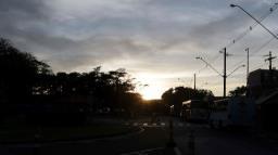Semana começa com céu claro e temperatura amena