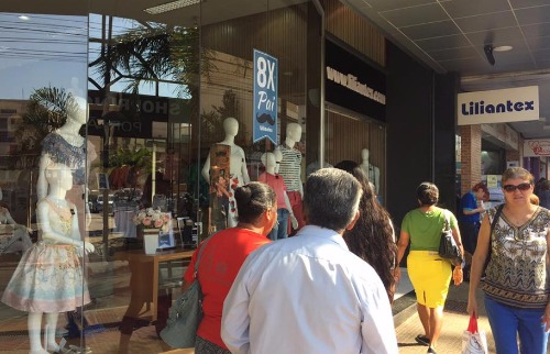 Da reportagem - Dia dos Pais movimenta comércio de Araraquara