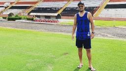 Em férias, Diego Alves visita o estádio Santa Cruz