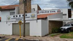 Agente de trânsito é preso por abastecer carro particular com dinheiro público