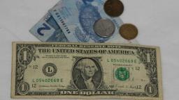 Bolsa brasileira despenca 10% e dólar bate em R$ 4,79