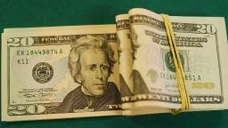 Dólar cai a R$ 4,05 e fecha no menor valor em 50 dias