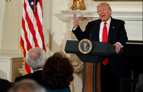 O presidente americano, Donald Trump, realizará um aumento nos gastos com a defesa - Foto: EVAN VUCCI/ASSOCIATED PRESS/ESTADÃO CONTEÚDO