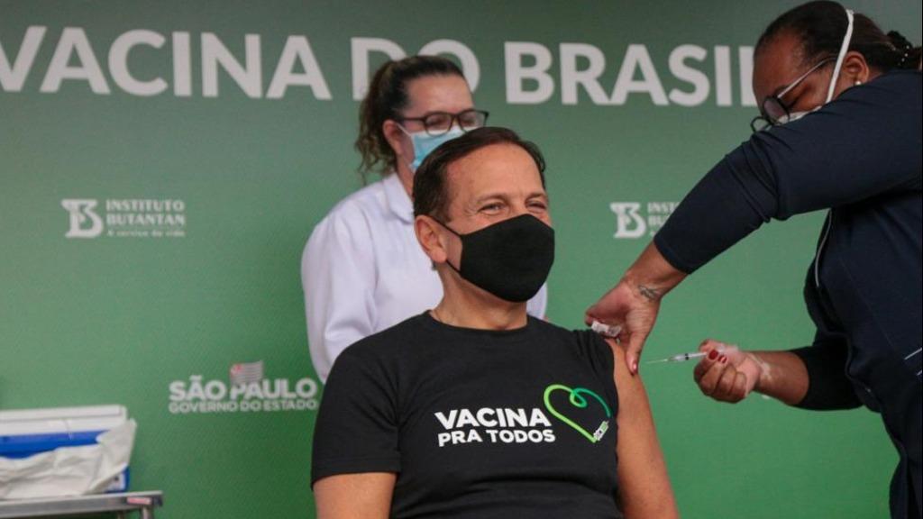 Doria é vacinado pela Mônica Calazans (Foto: Governo de São Paulo) - Foto: ACidade ON - Ribeirão Preto