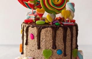 Weber Sian / A Cidade - Drip cake de oreo e nutella do chef Daniel Pires
