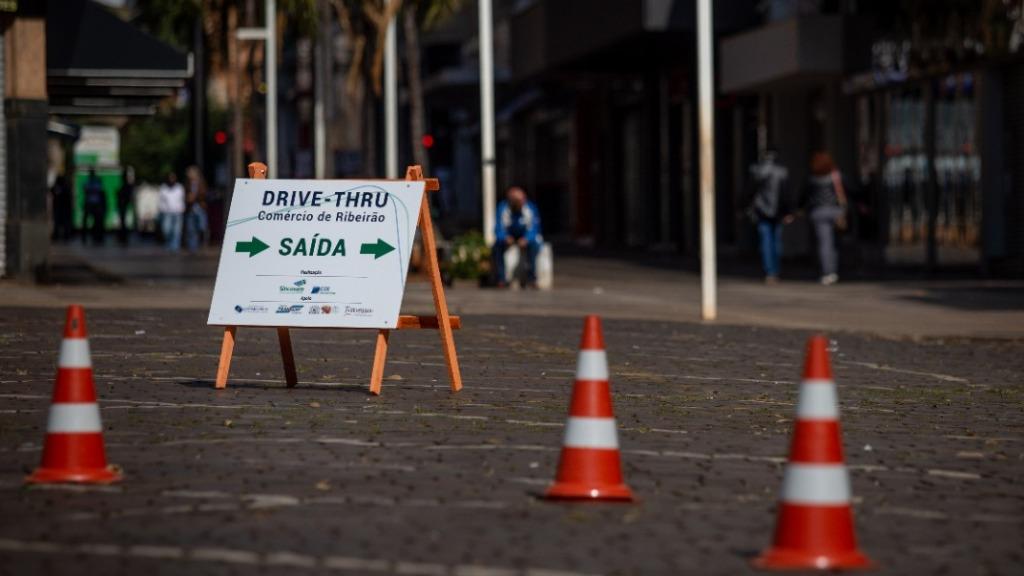 Drive-thru instalado na Esplanada do Theatro Pedro II (Foto: Weber Sian / ACidade ON) - Foto: ACidade ON - Ribeirão Preto