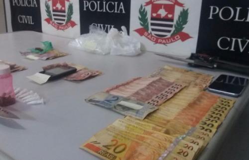 Droga, dinheiro e celulares apreendidos pela Dise (Cláudio Dias/ACidadeON/Araraquara) - Foto: ACidade ON - Araraquara