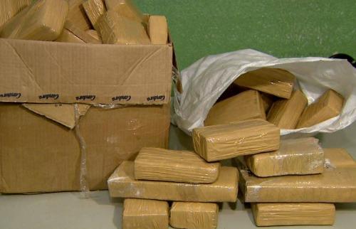 Drogas estavam escondidos em caixas, na cabine de um caminhão (Foto: Reprodução EPTV) - Foto: Reprodução EPTV