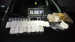 Quatro são presos com 49 celulares que seriam jogados em penitenciária
