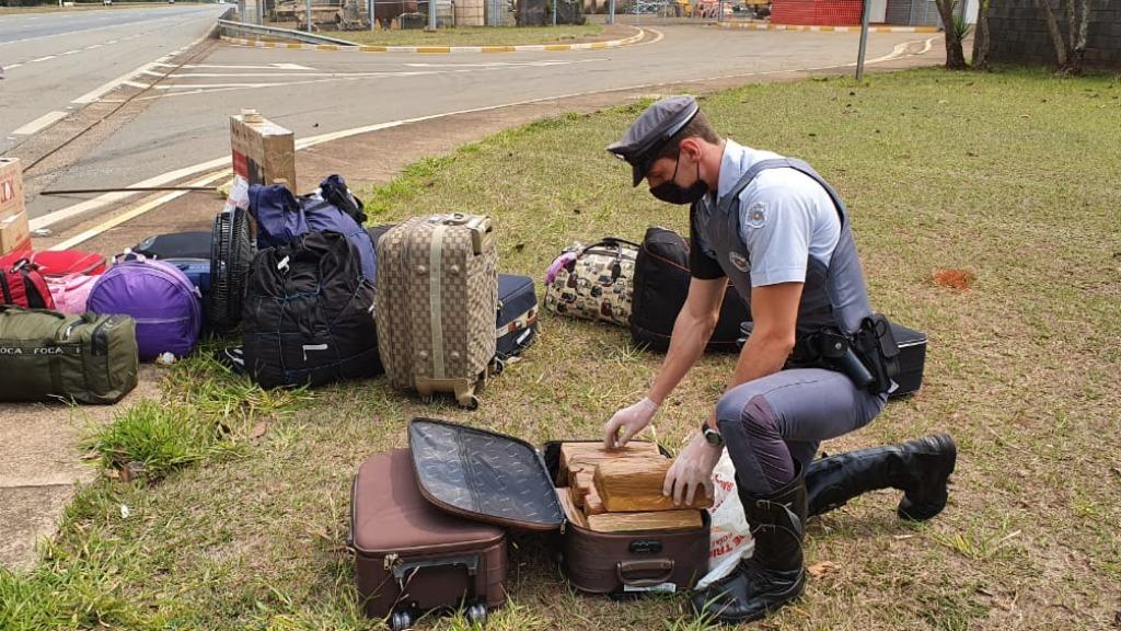 Drogas foram apreendidas na manhã deste domingo (Foto: Polícia Militar Rodoviária) - Foto: Polícia Militar Rodoviária