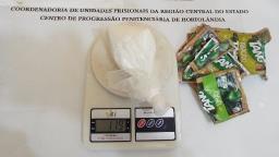 Agentes apreendem drogas em embalagem de suco na cadeia