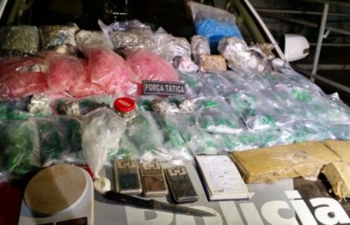 Porções de crack, cocaína e maconha foram apreendidas pela PM em Ribeirão Preto - Foto: Reprodução / Polícia Militar