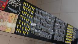 Dupla é detida com porções de maconha, crack e cocaína no Aracy