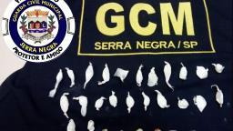 GCM de Serra Negra flagra adolescente com drogas no centro