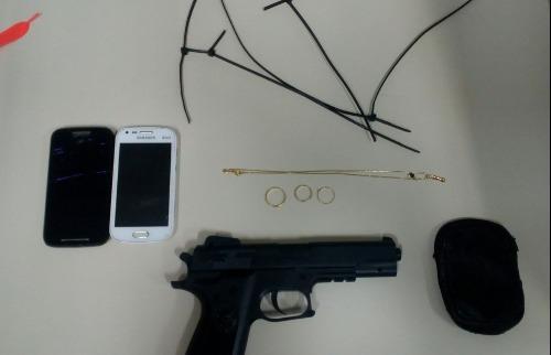 Crédito: Polícia Militar - Dupla entrou e fez refém com arma de brinquedo. Crédito: Polícia Militar