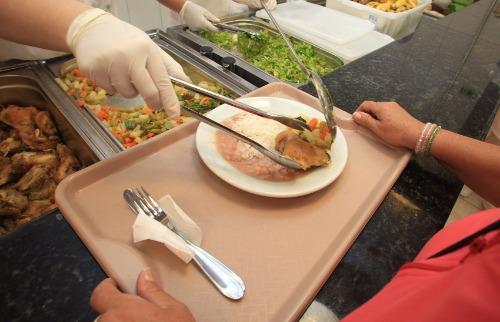 Divulgação/SP - É preciso tomar cuidados ao comer fora de casa. Foto: Divulgação/SP
