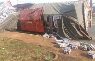 Divulgação - Caminhão levaria a bebida para o Ceará quando motorista perdeu o controle em uma rotatória (Willian Oliveira/Colaboração)
