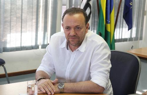 Tribuna Araraquara - Edinho se antecipou e anunciou seus nomes para a equipe de transição (Foto: Tom Oliveira/Tribuna)