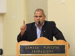 Edio Lopes, do PT, até argumentou, mas nem os colegas de bancada se interessaram na proposta da abertura de CEI contra o ex-prefeito Marcelo Barbieri (Câmara Municipal de Araraquara/Divulgação) - Foto: ACidade ON - Araraquara