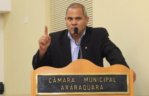 ACidade ON - Araraquara - Edio Lopes, do PT, até argumentou, mas nem os colegas de bancada se interessaram na proposta da abertura de CEI contra o ex-prefeito Marcelo Barbieri (Câmara Municipal de Araraquara/Divulgação)