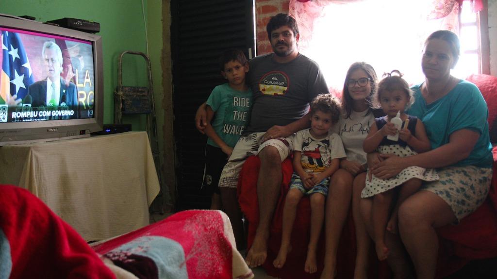 """Elaine e o marido têm quatro filhos: """"Não temos dinheiro para carne"""" (Foto: Luciano Claudino/Código 19) - Foto: Luciano Claudino"""