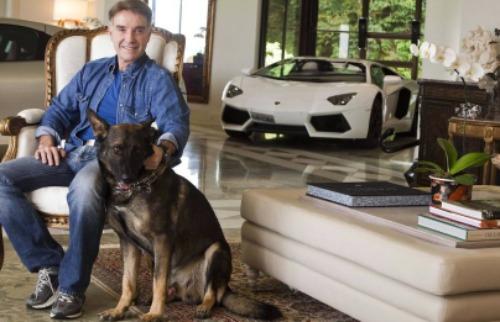 Divulgação - Em prisão domiciliar, empresário tenta se livrar dos custos de carros e embarcações
